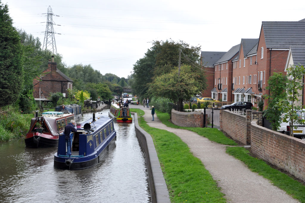 Boats above Glascote bottom lock