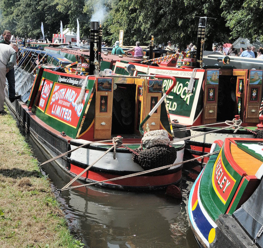 Traditional narrowboats at Burton
